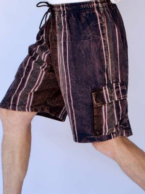 Stonewashed men cargo shorts in turquoise, green and maroon